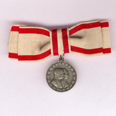 Austrian Red Cross Medal for War Welfare Work (Rote Kreuz Medaille für Kriegs-Fürsorge), 1914