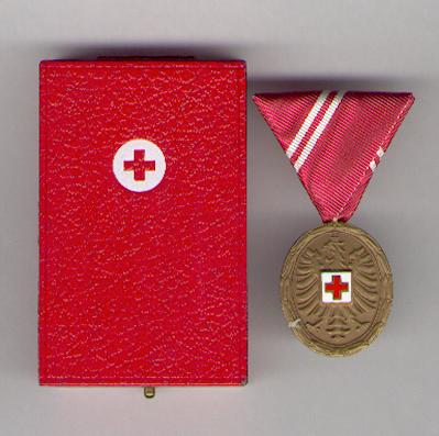 Austrian Red Cross Medal of Merit, blood donation, bronze (Bronzene Medaille für Verdienste um das Blutspenden des Österreichischen Roten Kreuzes) in original fitted, embossed case of issue