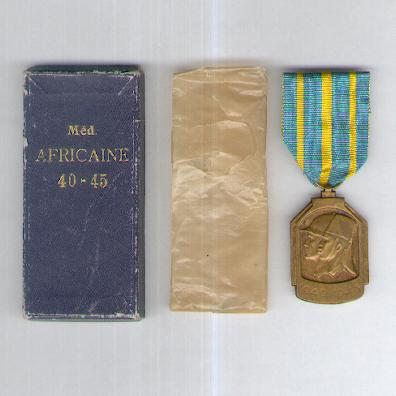 African Medal (Médaille Africaine - Afrikaanse Medaille), 1940-1945 in original pasteboard case of issue