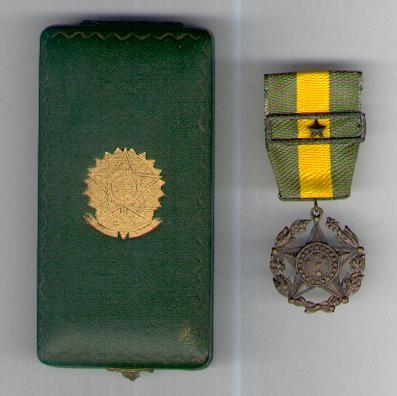 Military Medal, bronze (Medalha Militar de bronze) with star citation for ten years' service, in original case of issue by Aviz of Rio de Janeiro