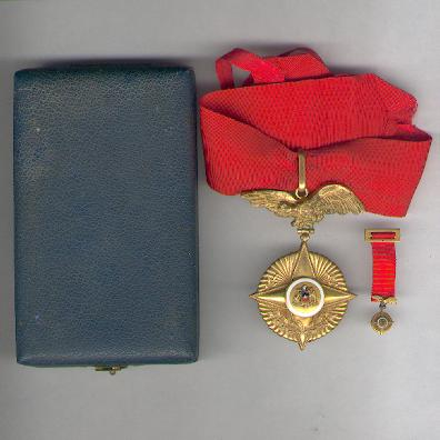 Grand Cross of the Star of Military Merit, Army, with miniature (Gran Cruz Estrella al Mérito Militar, Ejército, con miniatura), gold plated, in case of issue by Hours of Santiago