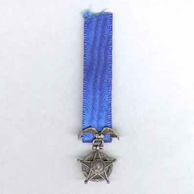 National Order of Merit of Chile, knight, miniature, silver (Orden Nacional al Merito de Chile, caballero, miniatura, plata) by De Greef of Brussels, Belgium (lacking reverse centre)