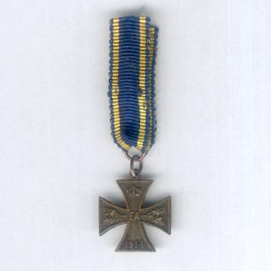 BRUNSWICK.  War Merit Cross, II class, on combatant ribbon (BRAUNSCHWEIG. Kriegsverdienstkreuz, II. Klasse, am Kämpferband), 1914-1918, miniature