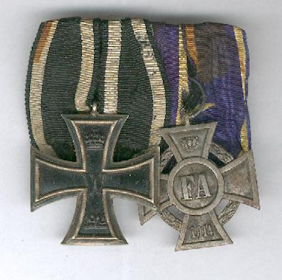 OLDENBURG.  Pair comprising Iron Cross (Eisernes Kreuz) 2nd class, 1914 issue and Grand Duchy of Oldenburg Friedrich August Cross, II class' (Grossherzogtum Oldenburg Friedrich August-Kreuz, II. Klasse)