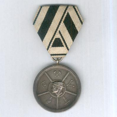 Medal of the Halle Chamber of Industry and Commerce for Loyalty in Work, silver (Medaille der Industrie- und Handelskammer zu Halle für Treue in der Arbeit, Silber), 1920 (Besser/Brämer/Bürger 1920.01)