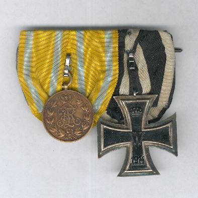 SAXONY, Kingdom.  Pair: Kingdom of Saxony Friedrich August Medal, bronze (SACHSEN-Königreich.  Bronzene Friedrich-August-Medaille) and PRUSSIA Iron Cross II class (PREUSSEN. Eisernes Kreuz, II. Klasse), 1914 issue