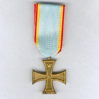 MECKLENBURG-SCHWERIN.  Military Merit Cross, II class, on combatant's ribbon, 'FUR' variant (Militärverdienstkreuz, II. Klasse, am Kämpfer) Bande, Prägevariante 'FUR'), 1914