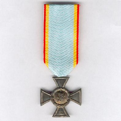 MECKLENBURG-STRELITZ.  Cross for Distinction in War, 'Brave and Loyal', II class, on combatant's ribbon (Kreuz für Auszeichnung im Kriege, 'Tapfer und Treu', II. Klasse, am Kämpferband), 1916-1924 issue