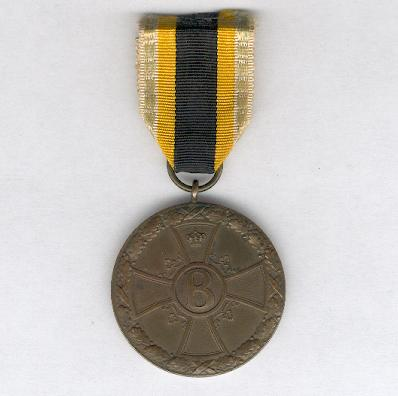 SAXE-MEININGEN.  Honour Medal for Merit in War, 1914-1915, bronze, on combatant�s ribbon (SACHSEN-MEININGEN.  Ehrenmedaille f�r Verdienste im Kriege, 1914-1915, Bronze, am K�mpferband)