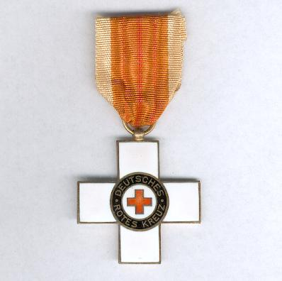 WEIMAR REPUBLIC.  Decoration of the Red Cross, 1st version, II class (WEIMARER REPUBLIK) Ehrenzeichen vom Roten Kreuz, 1. Modell, II Klasse), 1922-1934 issue