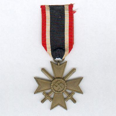 War Merit Cross II class with swords (Kriegsverdienstkreuz II. Klasse mit Schwertern), 1939-1945