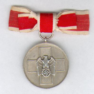 German Social Welfare Decoration, medal, on ladies� bow (Ehrenzeichen f�r deutsche Volkspflege, medaille, an Damenschleife), 1939-1944