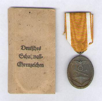German Defence Wall (West Wall) Medal (Deutsches Schutzwall-Ehrenzeichen), 1939-1941, with envelope of issue