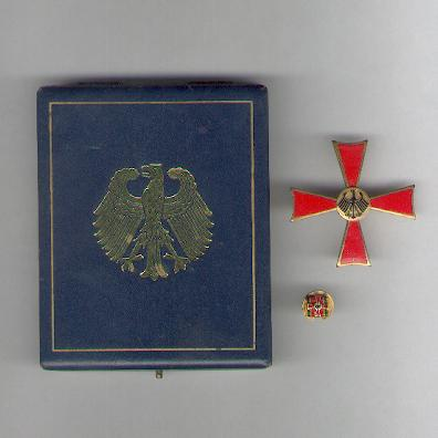 FEDERAL REPUBLIC OF GERMANY.  Order of Merit, Cross of Merit I class for Men with buttonhole badge, in case of issue (BUNDESREPUBLIK DEUTSCHLAND. Verdienstorden, Verdienstkreuz 1. Klasse für Herren, mit Knopflockzeichen, im Etui) by C.E. Juncker of Berlin