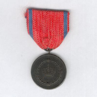 WURTTEMBERG.  Long Service Decoration III class for 9 years' service, blackened iron medal, 1917-1921 issue (WÜRTTEMBERG. Dienstauszeichnung III. Klasse für 9 Dienstjahre, Medaille aus schwarz gebeiztem Eisen, verliehen 1917-1921)