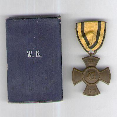 WURTTEMBERG.  Wilhelms Cross for Merit in Public Welfare (WÜRTTEMBERG.  Wilhelmskreuz für Verdienste um die öffentliche Wohlfahrt), 1915-1918, in fitted embossed pasteboard case of issue by the Wurttemberg Royal Mint, Stuttgart