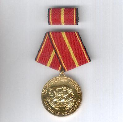 Medal of Merit of the National People' Army, 'Gold' (Verdienstmedaille der Nationalen Volksarmee 'Gold') with ribbon bar