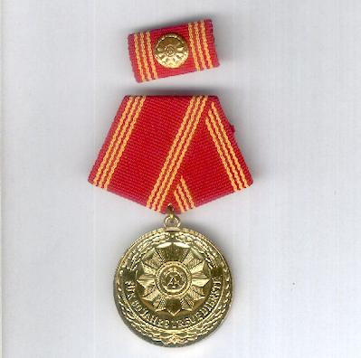 Medal for Long Service in the Military Arms of the Ministry of Interior, 30 years (Medaille für Treue Dienste in der bewaffneten Organen des Ministeriums des Innern, für 30 Dienstjahre), with ribbon bar