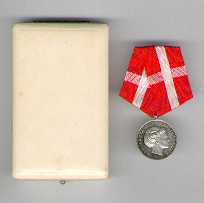 Royal Medal of Recompense (Den Kongelige Belønningsmedaille), Margrethe II issue, in fitted case of issue