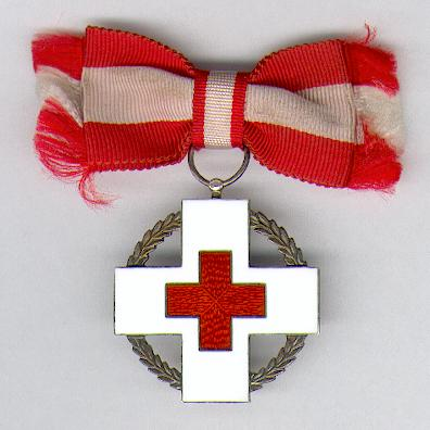 Danish Red Cross Commemorative Medal for Relief Work during Wartime (Dansk Røde Kors' Mintetegn for Krigshjælpearbejde), 1939-1945, on ladies bow