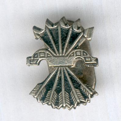 Falange Yoke and Arrows Lapel Insignia, numbered (Insignia de Solapa Falange Yugo y Flechas, numerada)