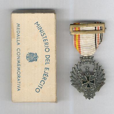 Decoration for Members of the Blue Division in Russia (Distinción a los Integrantes de la División Azul en Rusia), 1941, by Diez y Compañia S.A. of Madrid, in Army Ministry box of issue