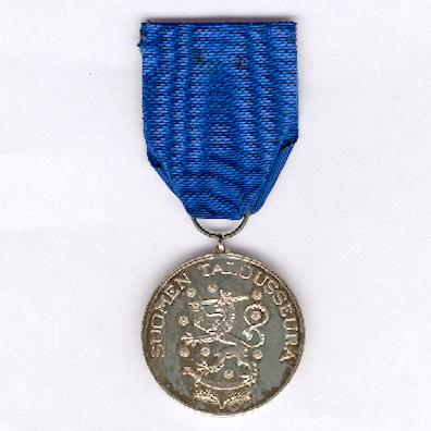 Silver Medal of Merit of the Finnish Society of Economics (Suomen Talousseuran hopeinen ansiomitali)