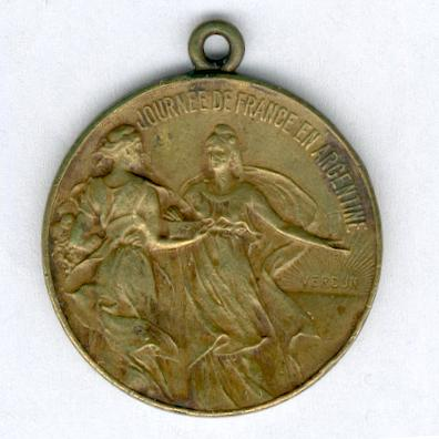 ARGENTINA – WORLD WAR I.  Medal for French Day in Argentina, 14 October 1917, bronze, signed 'Const. Rossi' (Médaille 'Journée de France en Argentine, 14 octobre 1917', bronze, signée 'Const. Rossi')