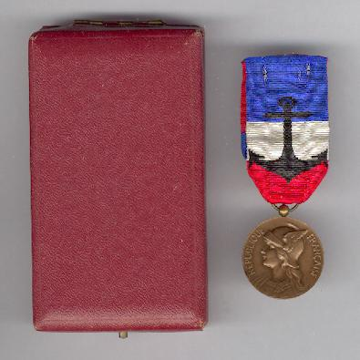 Medal of Honour for non-Military Naval Personnel (Médaille d'Honneur pour le Personnel non Militaire de la Marine), attributed, in original case of issue