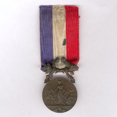 Medal of Honour for Acts of Courage and Devotion, bronze (Médaille d'Honneur pour Actes de Courage et de Dévouement, en bronze)