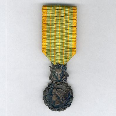Medal medaille orders decorations and medals of the for Eaux et forets