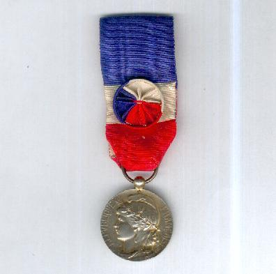 Medal of Honour for Labour, silver-gilt, Matteï version, attributed in 1976 (Médaille d'Honneur du Travail en vermeil, modèle Matteï, attribuée en 1976) by Arthus Bertrand & Cie. of Paris