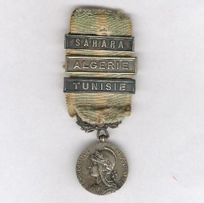 Colonial Medal (Médaille Coloniale) with 'Tunisie', 'Algerie' and 'Sahara' bars