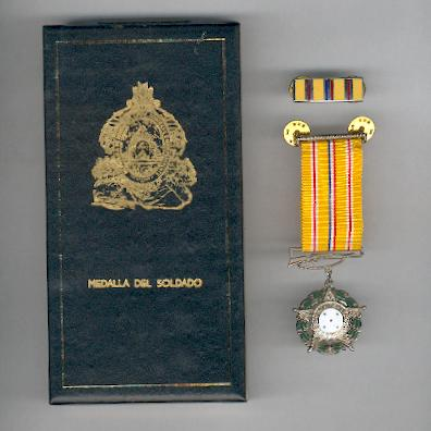 Soldier's Medal (Medalla del Soldado) with enamel ribbon bar, in original case of issue by N. S. Meyer, New York