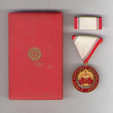 Meritorious Service Medal for 25 years' service (Szolgálati Érdemérem 25 év után) with ribbon bar, in original fitted case, 1966-1990 issue