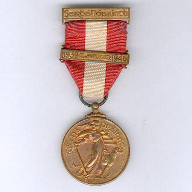 The Emergency Service Medal, First Aid Division, Irish Military Red Cross (An Bonn Seirbhíse Éigeandála, Ranna Céad-Cabhrac Cumann Croise Deirge na h-Éireann), 1939-1946  with '1939 - 1946' bar, by P. Quinn Ltd. of Dublin