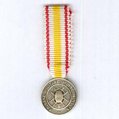 Association of Italian Knights of the Sovereign Military Order of Malta, Medal of Merit for Aiding Pilgrims of the Holy Year 1975 (Medaglia di Benemerenza per il Soccorso ai Pellegrini dell'Anno Santo del 1975), miniature