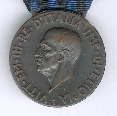 Commemorative Medal for Operations in East Africa (Medaglia Commemorativa delle Operazioni in Africa Orientale) 1935-1936 by the Regio Zecca (Royal Mint), with combatant's gladius on the ribbon