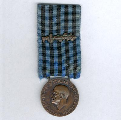 Commemorative Medal for Operations in East Africa (Medaglia Commemorativa delle Operazioni in Africa Orientale) 1935-1936 by Zecca, with combatant's gladius on the ribbon