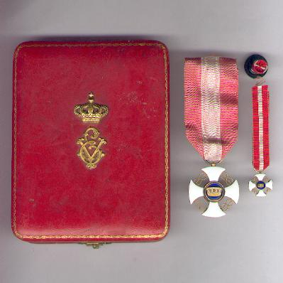 Order of the Crown of Italy, knight (Ordine della Corono d'Italia, cavaliere) with miniature and lapel button in original case of issue by S. Johnson of Milan and Rome
