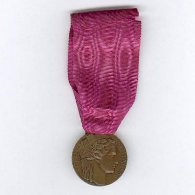 Medal of Honour for Italian Volunteers of the War of 1915-1918 (Distinivo d'Onore per gli ex Irredenti Italiani Volontari di Guerra, 1915-1918) by Sacchini of Milan