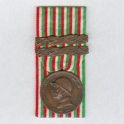 Commemorative Medal for the War of 1915-1918 (Medaglia Commemorativa della Guerra 1915-1918) with 'Albania 1919' and 'Albania 1920' bars, court-mounted, by Società Italiana Medaglia of Rome