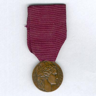 Medal of Honour for Italian Volunteers of the War of 1915-1918 (Distinivo d'Onore per gli ex Irredenti Italiani Volontari di Guerra, 1915-1918) by S. Johnson of Milan