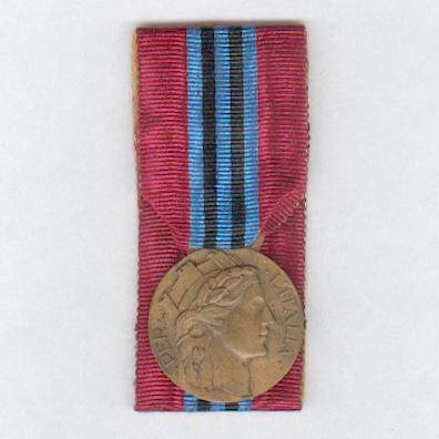 Medal of Merit for the Volunteers for East Africa (Medaglia di Benemerenza per i Volontari dell'Africa Orientale), 1935-1936, type 'A', court-mounted