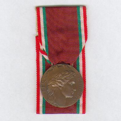 Medal of Honour for Volunteer Patriots of Liberty, 1943-1945 (Distinivo d'Onore per i Patrioti Volontari della Libertà, 1943-1945), court-mounted, by F.M. Lorioli & Castelli of Milan