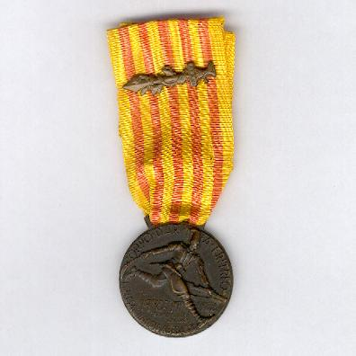 Commemorative Medal of the Eritrean Army Corps (Medaglia Commemorativa del Corpo d'Armata Eritreo), 1935-1936, with combatant's sword on the ribbon, by Castelli of Gerona and Milan
