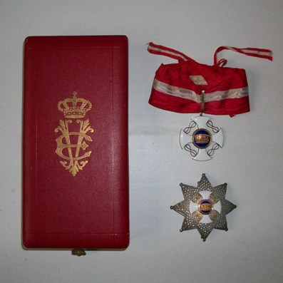 Order of the Crown of Italy, Grand Officer (Ordine della Corono d'Italia,  Grand'Ufficiale) set of insignia in gold, silver and enamels by E. Gardino of Rome, in original fitted embossed case of issue