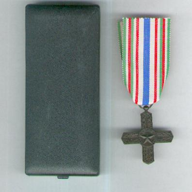 Order of Vittorio Veneto, knight, in original fitted case of issue (Ordine di Vittorio Veneto, cavaliere, con scatola originale)