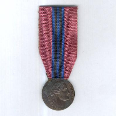Medal of Merit for the Volunteers for East Africa (Medaglia di Benemerenza per i Volontari dell'Africa Orientale), 1935-1936, type 'B' by Stefano Johnson of Milan