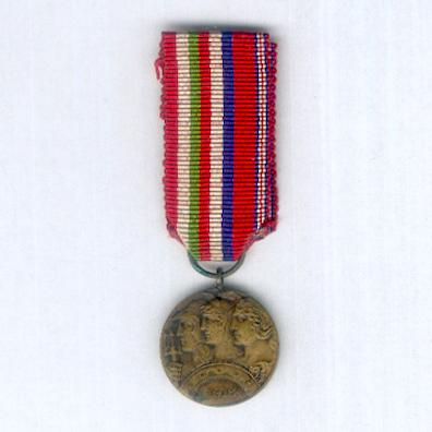 Altipiani Medal. Commemorative Medal for the 6th (Plateau) Army, bronze (Medaglia Commemorativa della 6ª Armata (Armata degli Altipiani), bronzo) for Italian, British and French officers, 1918, miniature